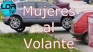 UNA CONDUCTORA TREPA SU CARRO A OTRO EN ESTACIONAMIENTO. VIDEOS COMICOS MUJERES AL VOLANTE PARTE 1