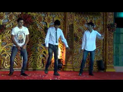 Bada Geet Dance - Zor Ka Jhatka  Apni To Jaise Taise