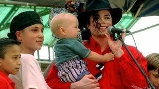 Michael Jackson visits hospitals around the world. ( Sub Ita)