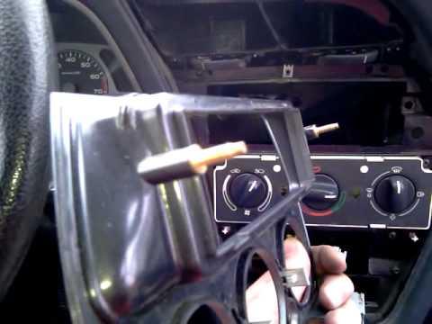 Peugeot 306 1.8 16V-jak zdjąć panel.mp4