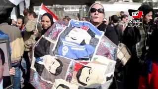 أنصار مبارك يحتفلون ببرائته أمام المعادى العسكرى