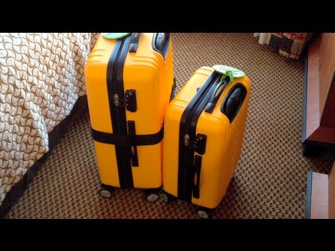 What's in My Suitcase? (How I pack for travel)