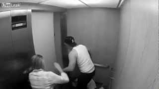 chica es golpeada en el ascensor/Girl is beaten in the elevator