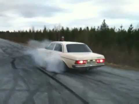 Mercedes-Benz 240D Turbo Diezel (Burnout&Drift)