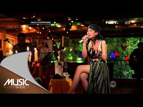download lagu Maudy Ayunda - By My Side (Live at Music Everywhere) * gratis