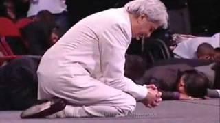 Benny Hinn bows before God 1