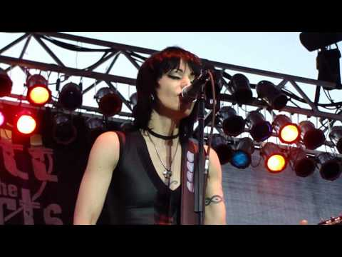 JOAN JETT AND THE BLACKHEARTS Live - Cherry Bomb / You Drive Me Wild - 6/25/10
