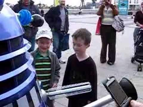 Dalek takes on annoying kid (London Expo Funny Part 4)