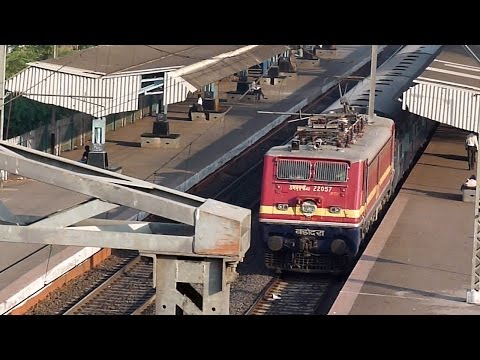 Red Hunk Brc Wap-4e Indore-pune Express Blazes Kasarwadi! video