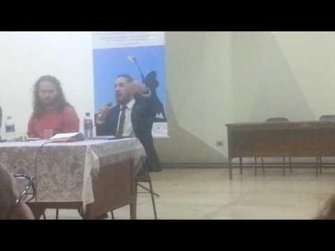 Jean Wyllys, deputado federal pelo PSOL do Rio de Janeiro, discutindo a democracia