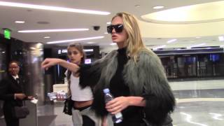 VICTORIA SECRET ANGELS TAYLOR HILL AND ROMEE STRIJID TRAVEL INTO LA