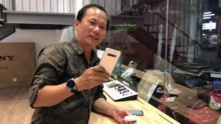 Khui hộp tai nghe true wireless Samsung Galaxy Buds nhỏ gọn sạc không dây bằng S10