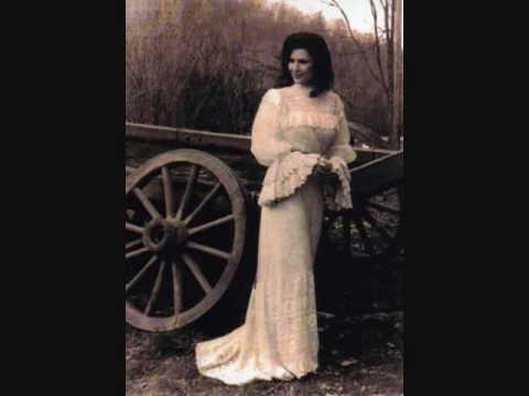 Loretta Lynn - Love Whatcha Got At Home