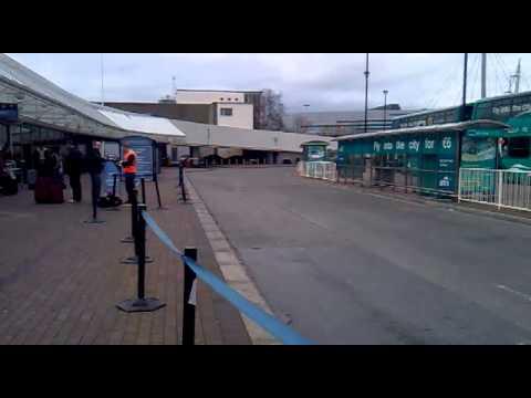 """By http://www.tuttoirlanda.com All'uscita degli """"Arrivals"""" basta girare a sinistra dove troverete i mezzi pubblici di trasporto per il centro di Dublino. Nel..."""