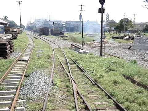 PNR Train pass Tutuban Railyard