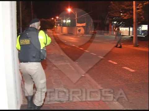 Rapaz armado em casa noturna é preso após perseguição policial
