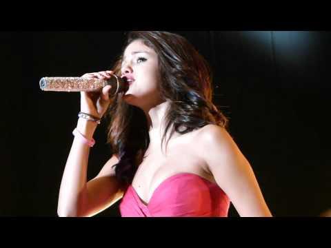 Selena Gomez Llorando - Who Says - Montevideo, Uruguay video