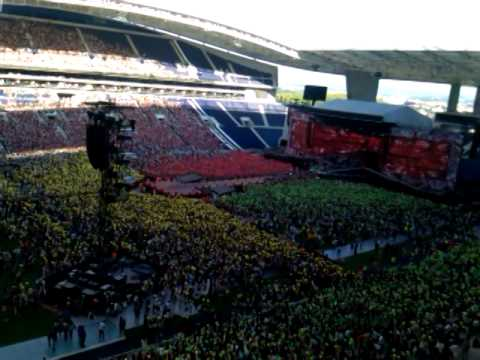 Portuguese Fans Singing Torn- Wwat Portugal- One Direction video