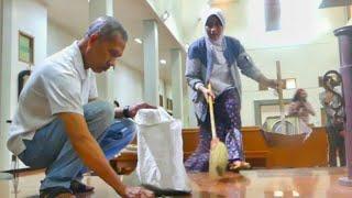 Warga Sekitar Bantu Bersihkan Gereja Pasca-Penyerangan