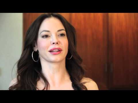 Rhythmic Roze Interviews Rose McGowan
