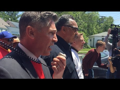 Brady group, Jesse Jackson confront Chuck's Gun Shop