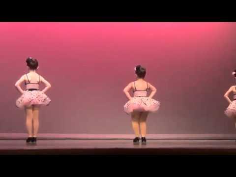 3 девочки танцуют