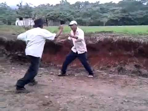 Pelea de borrachos - YouTube