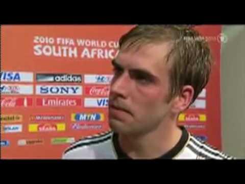 WM 2010 Philipp Lahm weint nach dem Spiel Spanien vs Deutschland