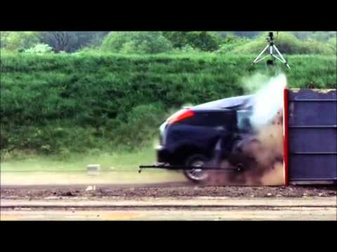 Crash Test Ford Focus 120 mph 190 km h