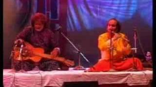 Pt.Ronu Majumdar & Pt.Vishwamohan Bhatt performng Hansdhwani