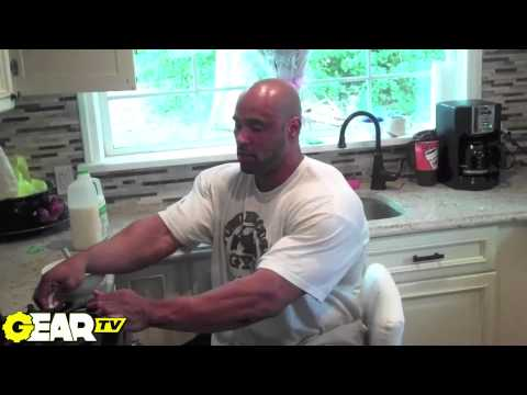 IFBB Pro Bodybuilder Juan Morel: 20,000 Calorie Cheat Day - A Full Day of Eating!