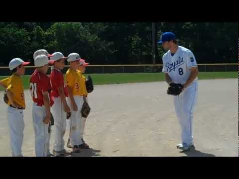 Eric Hosmer + Mike Moustakas surprise local kids at BVRec!