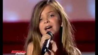 The lie girl sings like a pro