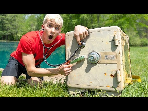 BREAKING INTO ABANDONED SAFE!!