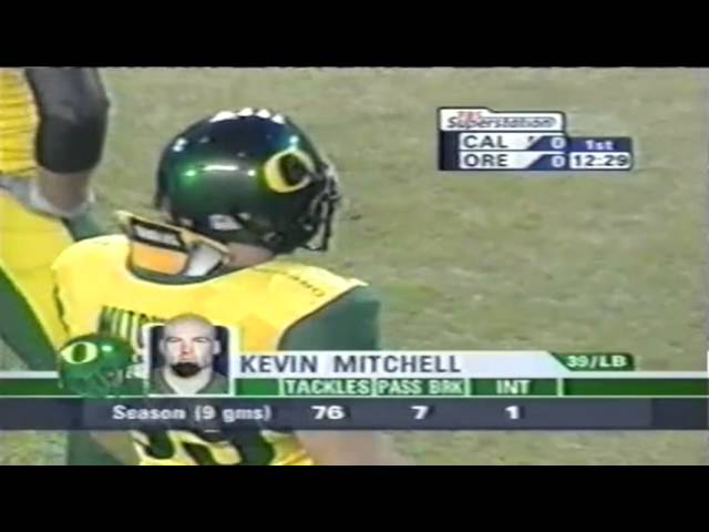 Oregon LB Kevin Mitchell sacks Cal QB Aaron Rodgers 11-08-2003