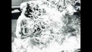 Watch Rage Against The Machine Bombtrack video
