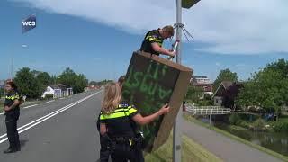 Politie haalt doos van flitspaal