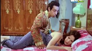 دلال عبد العزيز على السرير بقميص النوم.mpg