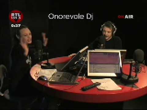 Anna Falchi bacia in diretta Pierluigi Diaco per la seconda volta!