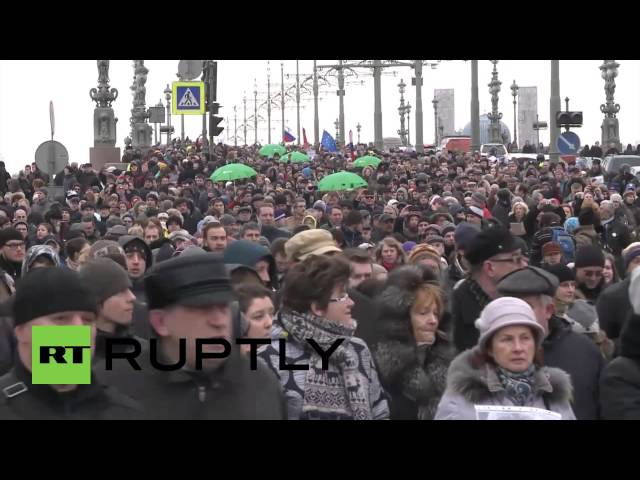 Russia: Nemstov mourning march draws thousands in St. Petersburg