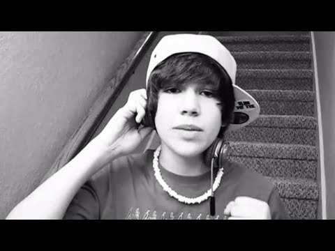 Grenade Bruno Mars cover - 14 year old Austin Mahone (with lyrics...