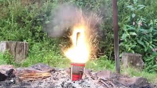 Nghịch ngu: đốt Iphone bằng 1000 que pháo sáng nhận cái kết