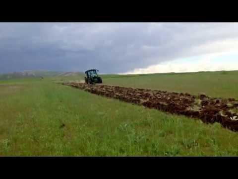 John Deere 6115R Plowing