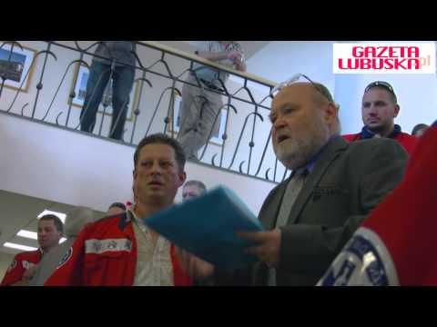 Protest Pracowników Pogotowia W Zielonej Górze. Nie Chcą Połączenia Ze Szpitalem 10.09.2012
