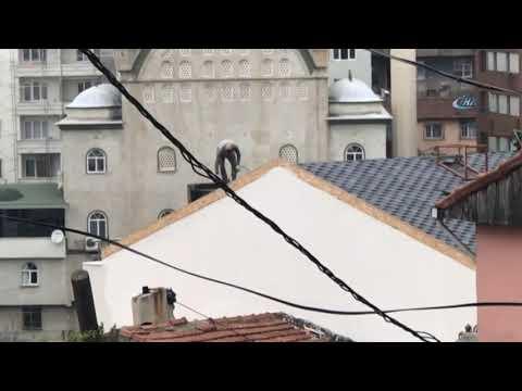 Beyoğlu'nda İşçinin Çatıda Tehlikeli Çalışması Kamerada