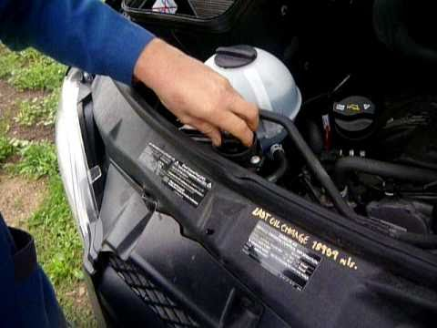 Refill DEF fluid for the Mercedes Sprinter Van diesel engine: how to put DEF. AdBlue into the engine