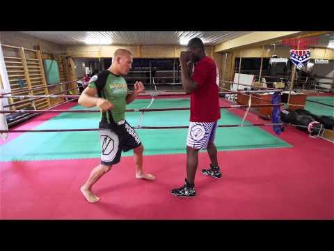 OSKAR PIECHOTA 07 + IZU UGONOH - Boks A Uderzenia W MMA