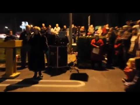 Christmas Tree Lighting In Modesto, California - Friends Of Hospice