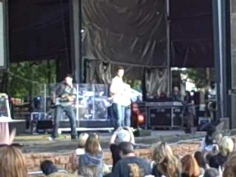 Josh Turner @ the Zoo Amphitheatre-Lock the Door and Turn the Lights Down Low