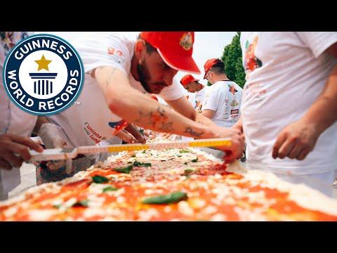 ナポリの世界一長いピザがギネス世界記録認定!